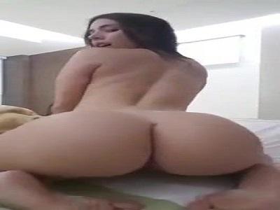 Porno caseiro bunda perfeita rebolando na webcam caiu na net