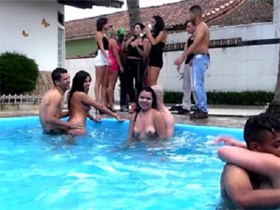 Putaria quente na piscina