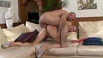 big bum blonde dando para um careca arrombador de cu