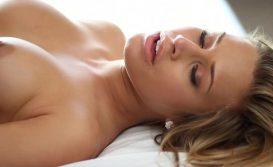 Vídeo xx sexo gostoso com a loira dos peitos empinadinhos